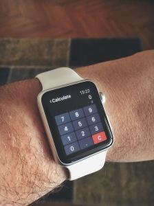 CalcBot, force touch yaptığınızda, işlem seçeneklerini çıkarıyor.